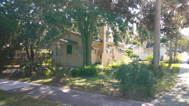Cozy Bungalow close to the Indian River., casa vacanza a Titusville