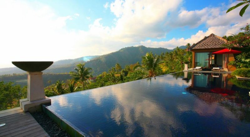 Luxury Private 3 BR hill-top Villa with Magnificent Sea View, holiday rental in Senggigi