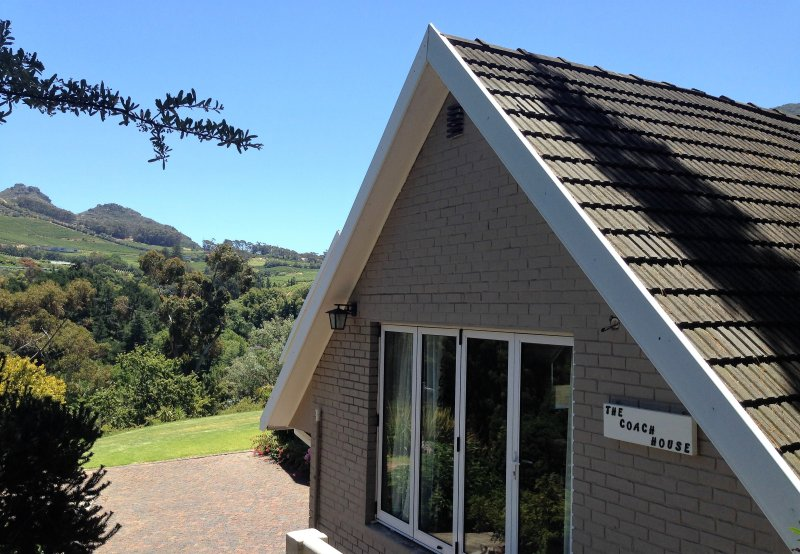 The Coach House at Hillwood, holiday rental in Constantia