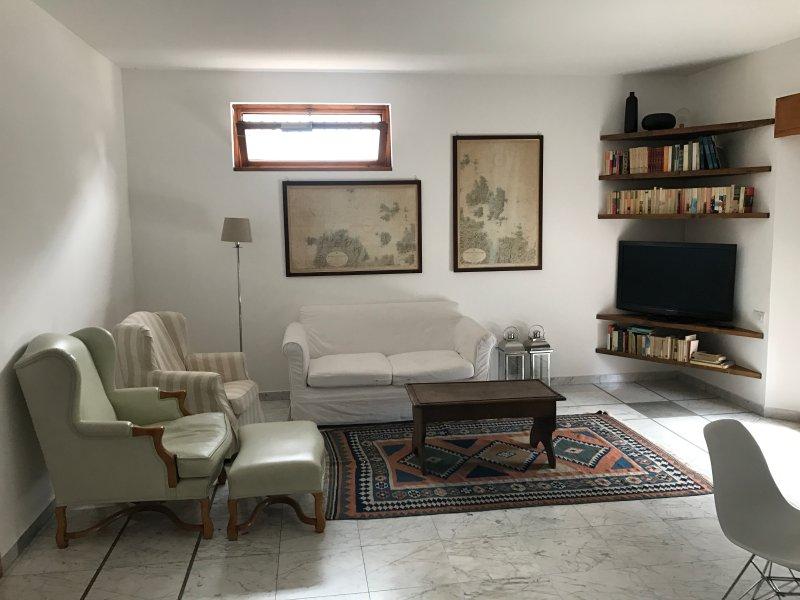 Villa Franca - Ampio e luminoso appartamento a due passi dal centro, holiday rental in Ponteranica