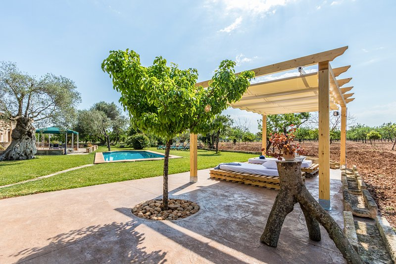 Buger Villa Sleeps 6 with Pool - 5428916, vacation rental in Buger
