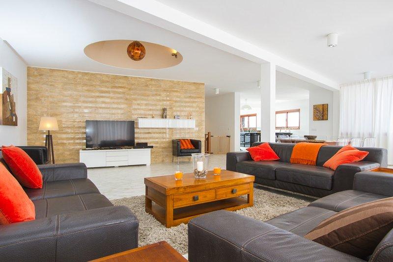 Playa Blanca Villa Sleeps 10 with Pool - 5400426, holiday rental in Yaiza