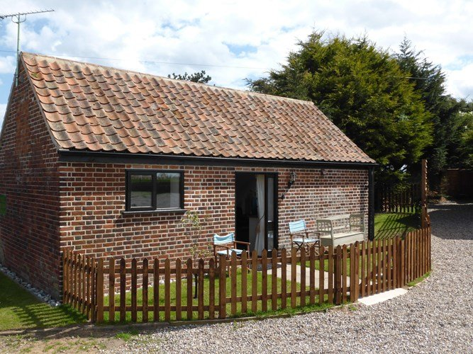 Hay Barn stylish conversion for 2 plus cot., Ferienwohnung in West Somerton