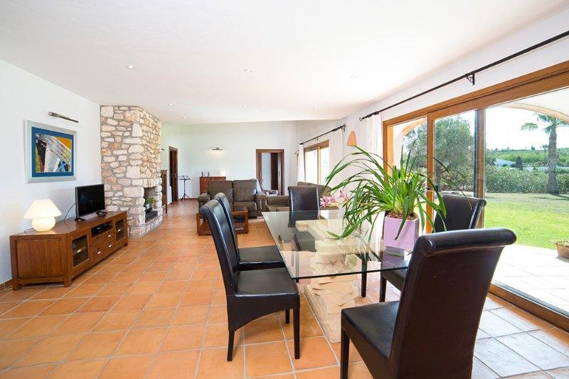 Teulada Villa Sleeps 6 with Pool - 5392394, Ferienwohnung in Canor
