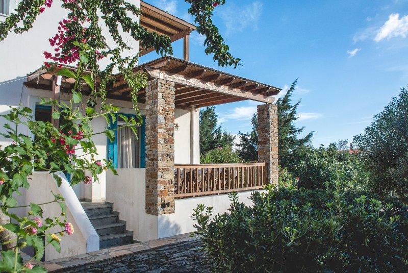 Andros-Maisonettes SENIOR VILLA, holiday rental in Gavrion