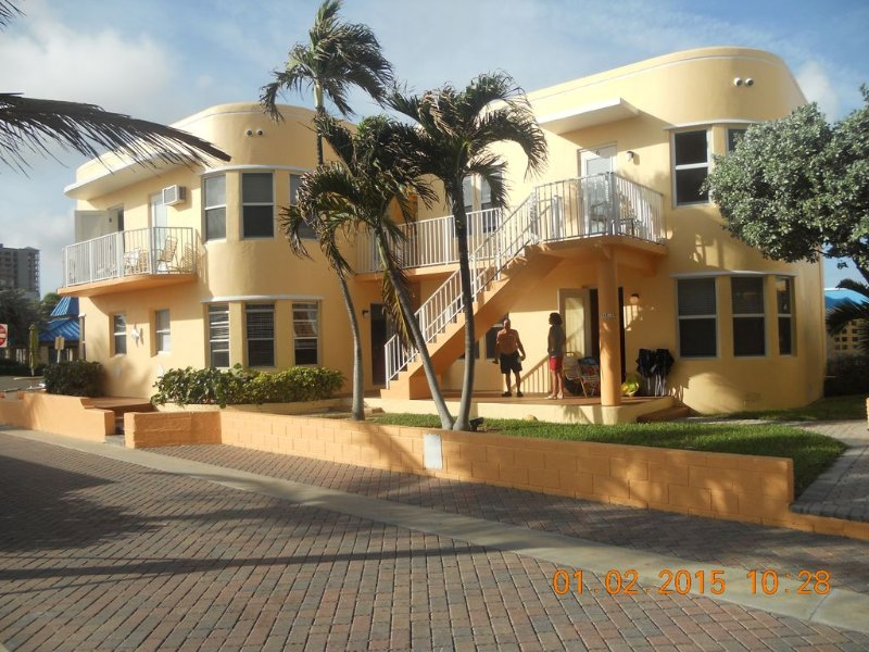 Beach Apartment with Heated Pool, Private Parking and FREE WI-FI, vacation rental in Miramar