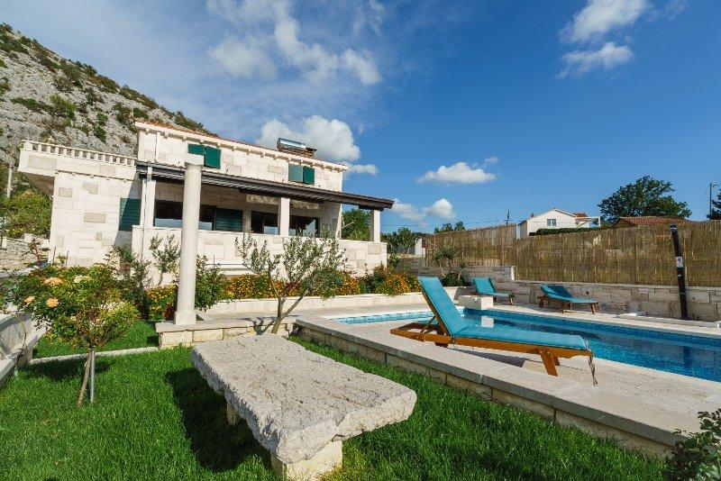 PIETRA DI BELLEZZA - VILLA RUNJE con piscina privata riscaldata 36 m 2 e vasca idromassaggio