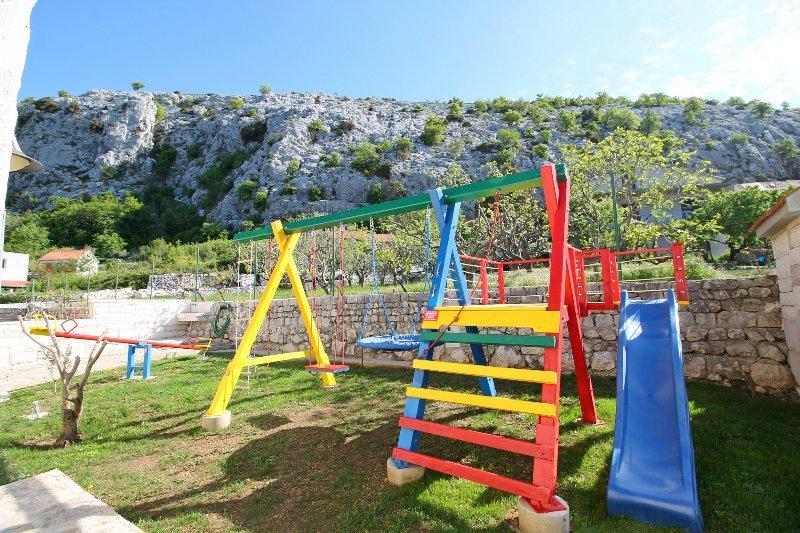 Parco giochi per il vostro più giovane area barbecue