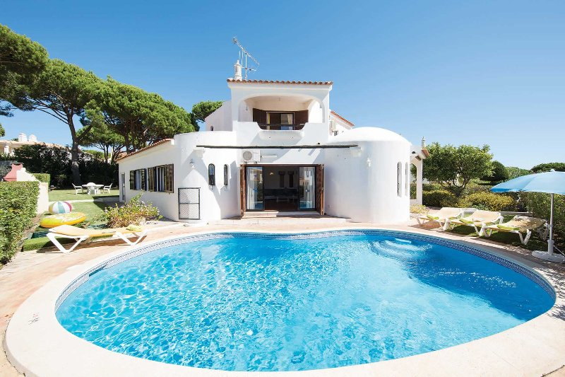Fantastic for families and close to amenities, holiday rental in Vilamoura