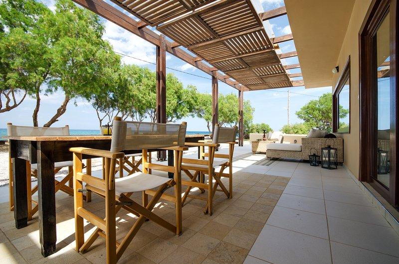 Kouvohori Villas Seafront 3BDs 8 PAX, holiday rental in Gournes