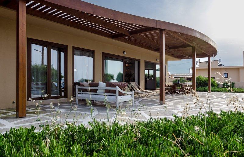 Kouvohori Villas Seafront 5 BDs 14 PAX, holiday rental in Gournes