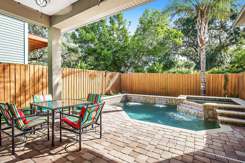Private pool and hot tub in Down Town Safety Harbor