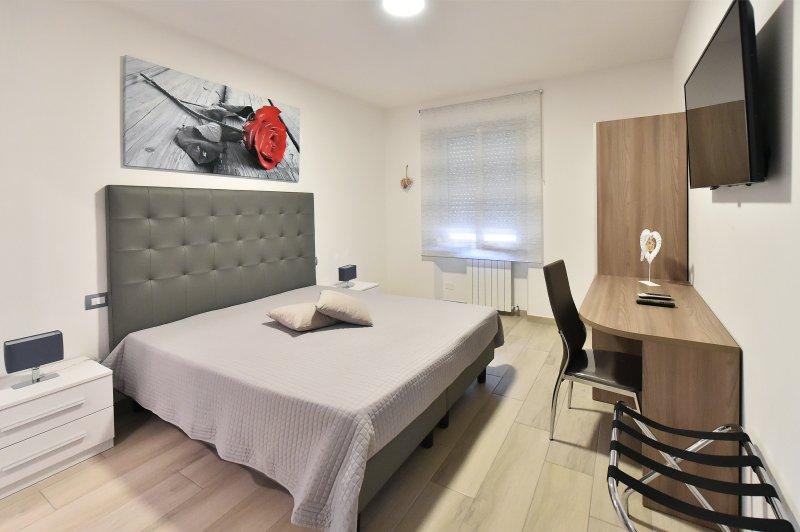 Camera Love con bagno privato, Apartment Roma, Ferienwohnung in Marco Simone