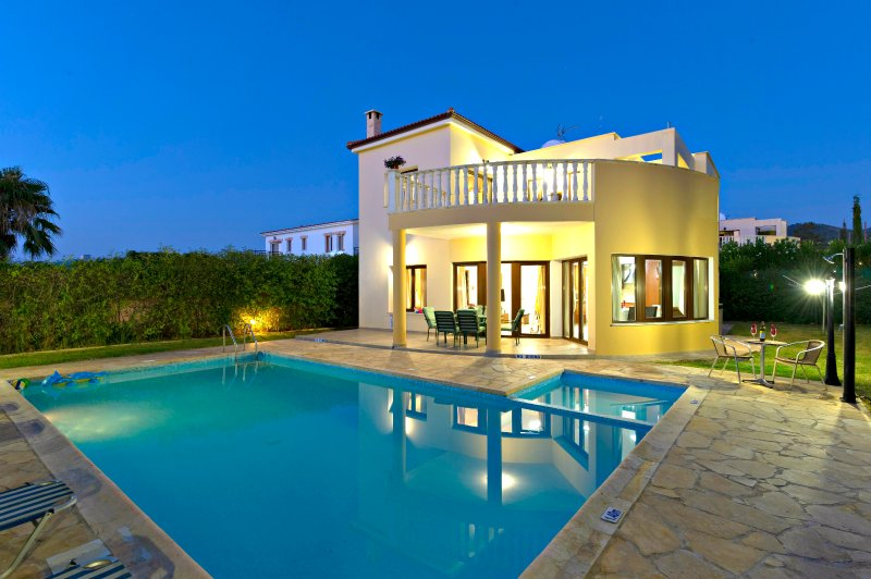 Argaka Beach Villas - Sea Views - Private & Children's Pool - Pool Table - Wifi, holiday rental in Argaka