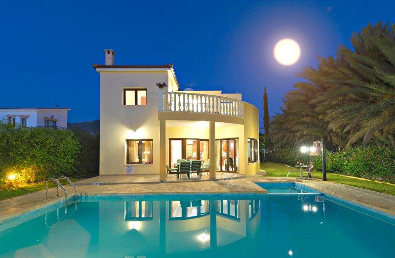 Argaka Beach Villas - 5 Lovely VIllas - Private Pool - Pool Table - Heated Pool, holiday rental in Argaka