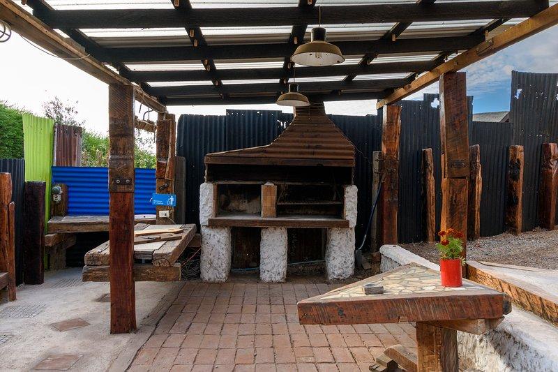 Quincho techado. Disponemos de fogón, kanka, espadas para cordero y olla para curanto