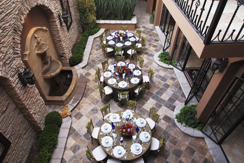 Main Floor Garden perfect for wedding rehearsal dinner or anniversary party.