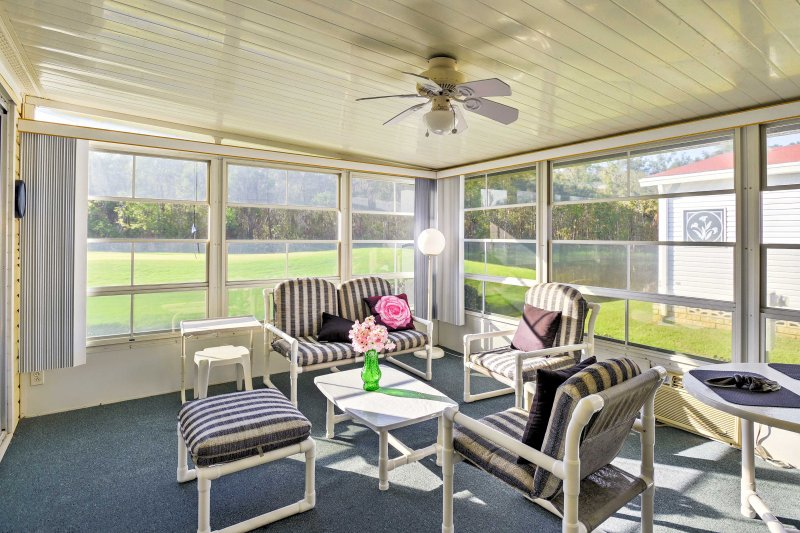 Lovely Auburndale House on Hamptons Golf Course!, casa vacanza a Kathleen