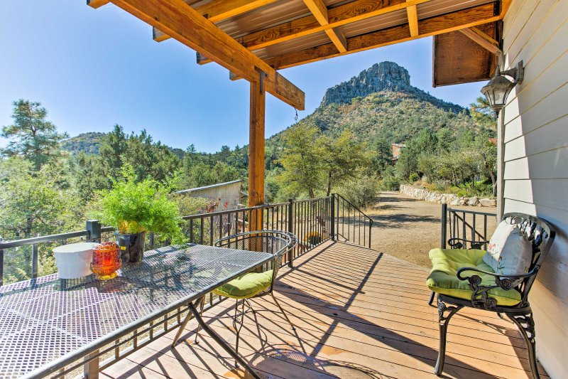 Leave your worries behind and stay at this 1-bedroom, 1-bathroom vacation rental house in Prescott.