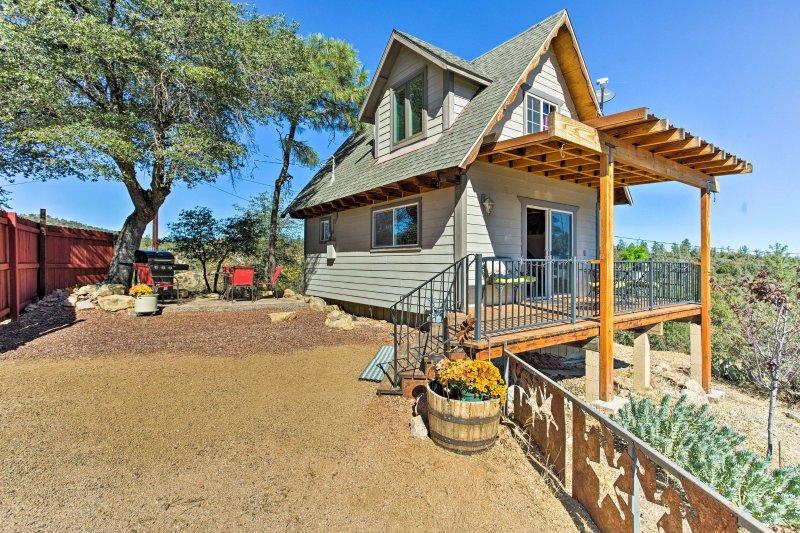 Questa affascinante casa dispone di 800 piedi quadrati e può ospitare comodamente fino a 3 persone.