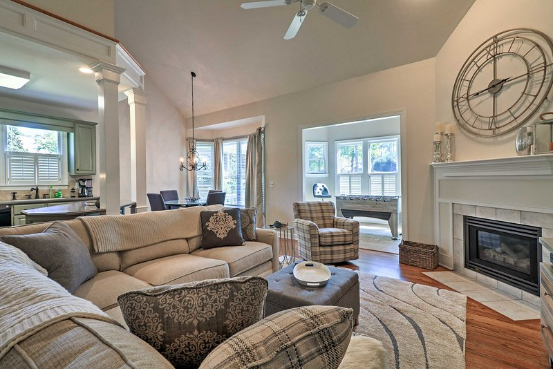 Gated & Updated Greensboro House Near Lake Oconee!, casa vacanza a Buckhead