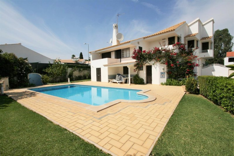 Villa Emilie - 5 + 1 Bedroom Detached Villa- Large Private Pool & Gardens – semesterbostad i Albufeira