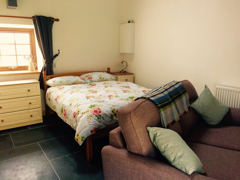 Double Bed in open Studio cottage