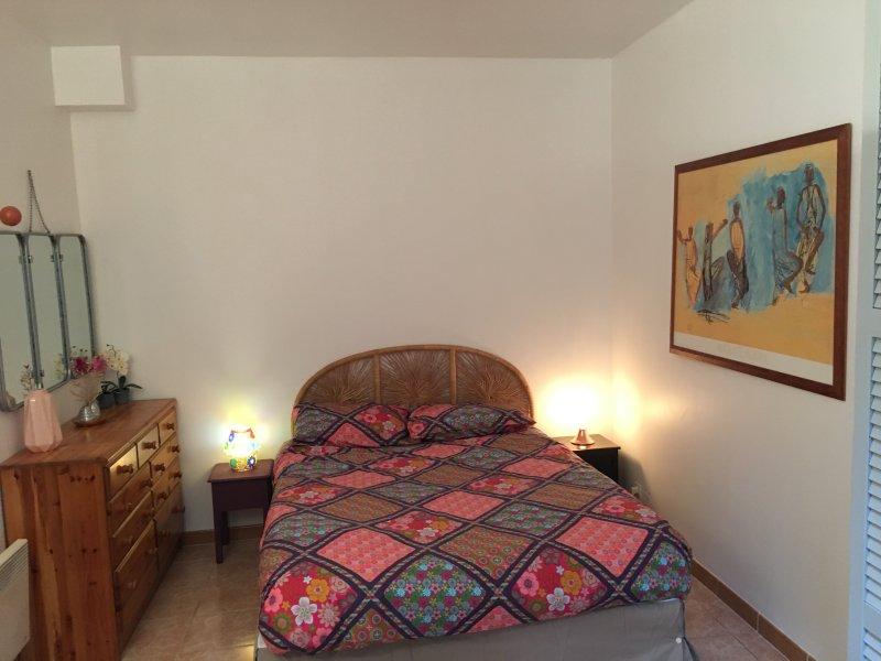 2 room apartment fully equipped, aluguéis de temporada em Boulogne-Billancourt