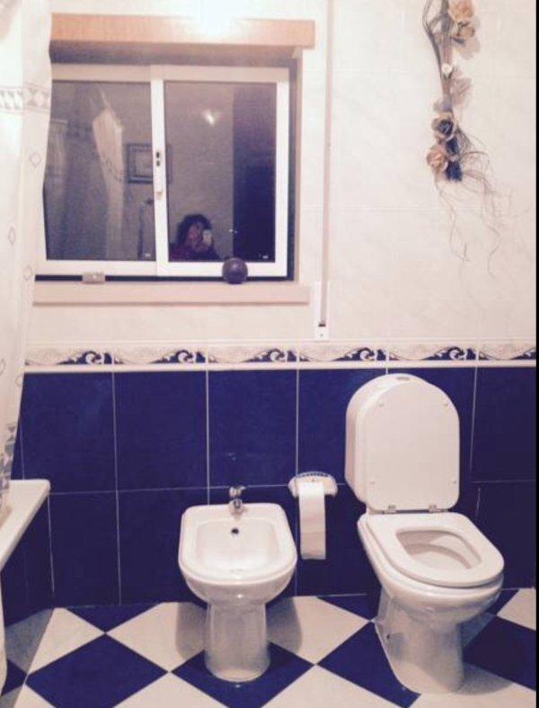 Wc do quarto vermelho, privativa mas no exterior do quarto