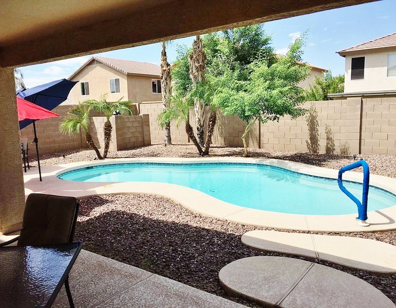 Gorgeous 4 Bedroom/3 Bath with private pool, vakantiewoning in San Tan Valley