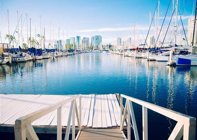 Prenez une courte promenade autour de la marina