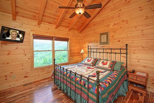 Derde Verdieping King Bedroom at Southern Sunrise