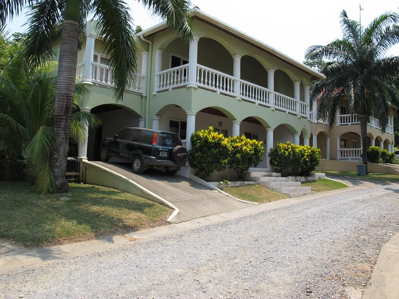 Villa 9A and private parking