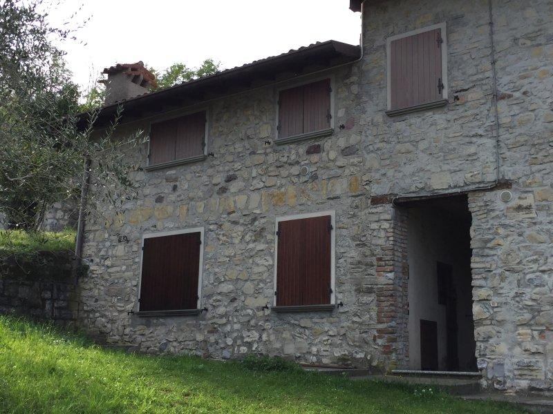 casa de vacaciones en Monte Isola en un hermoso entorno rural, entre la naturaleza y olivos y relajación
