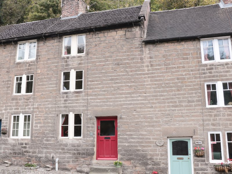 HOLLY COTTAGE, central location, wood burner, three storey, in Cromford, Ref, holiday rental in Bonsall