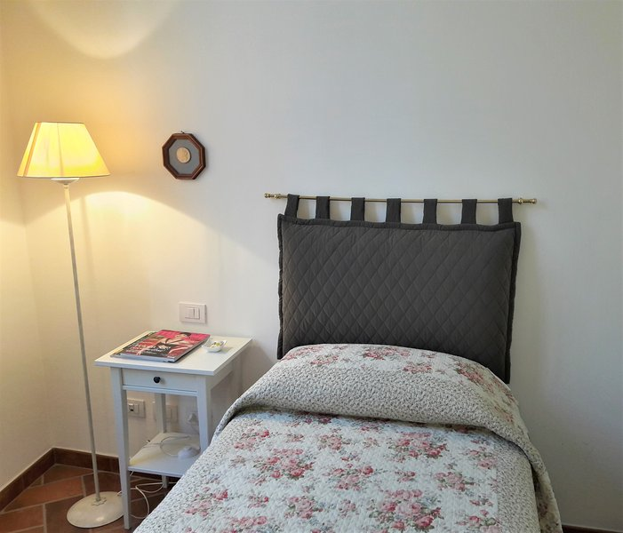 Single bedroom: it will be a pleasure to sleep in the scented and ironed bed sheets!