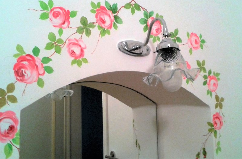 The bathroom: decorated rose mirror detail.