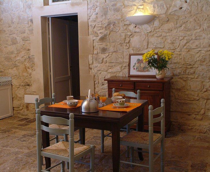 Casa di Pietra - Appartamento in Masseria 4 posti letto, vacation rental in Donnafugata