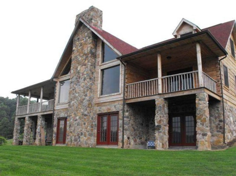 Cabin In The Woods- Also Close to Wytheville, vacation rental in Wytheville