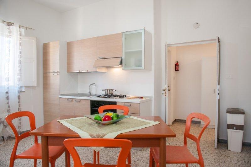 Casa Vacanze Nonna Rosaria al Centro di Ascea Marina, vacation rental in Marina di Ascea