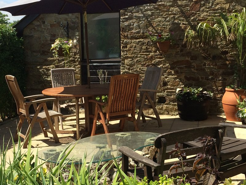 Teak table and chairs for 'al fresco' dining