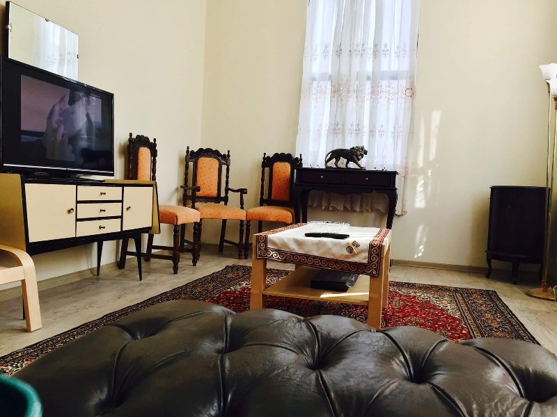 City center apartment in lively İzmir sleeps 2 ideal for couples , 2nd floor, holiday rental in Izmir