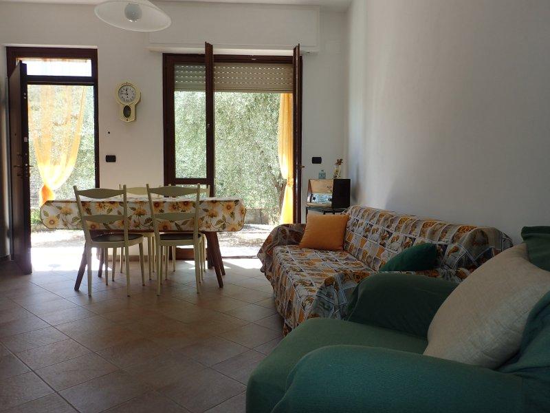 Casa tra gli ulivi a 3 km dal mare 009031LT0003, holiday rental in Rialto