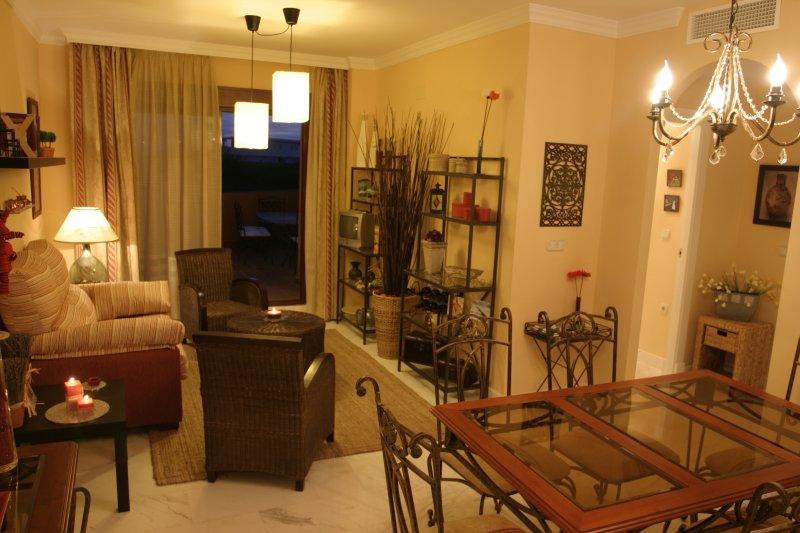 B2- Apartamento de lujo PB, a 5 min de playa granada junto al campo de golf., location de vacances à Calahonda