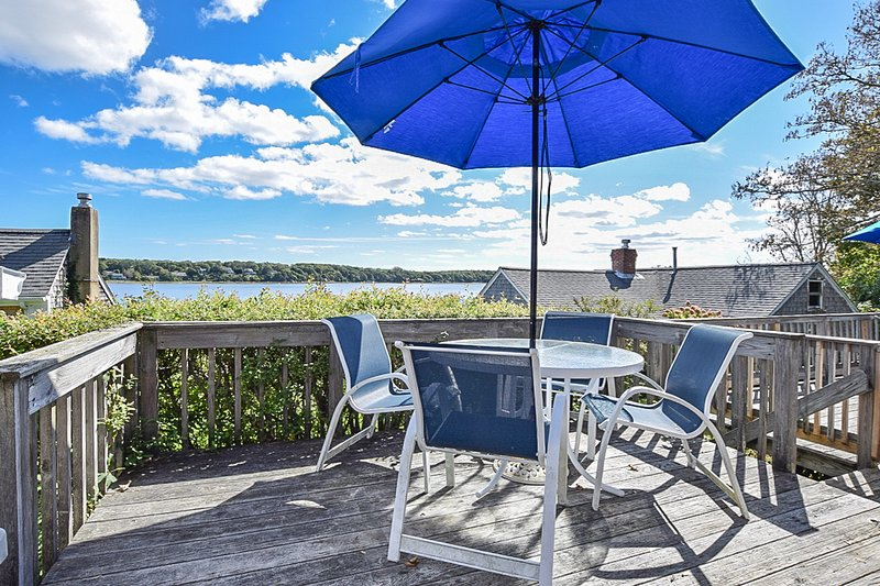 #422: Waterfront w/ amazing views! Boat Dock; Dog Friendly!, casa vacanza a Eastham