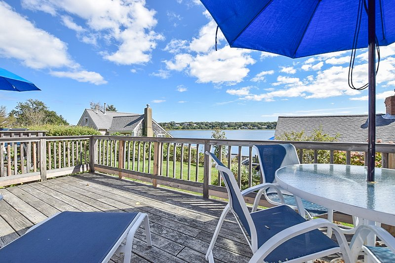 #421: Waterfront w/ open concept kitchen/living, amazing views! Dog friendly!, location de vacances à Eastham