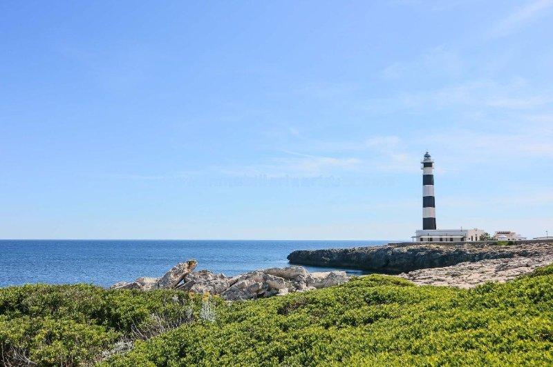 Apartamento junto al mar, Urbanizacion Tamarinda, Plaza del Faro, alquiler de vacaciones en Menorca