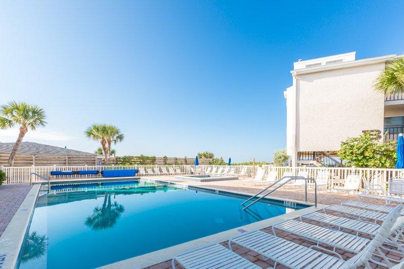 Gulf To Bay Complex! 2 BR, 2 Baths, Pool, Hot tub, Dock., casa vacanza a Manasota Key