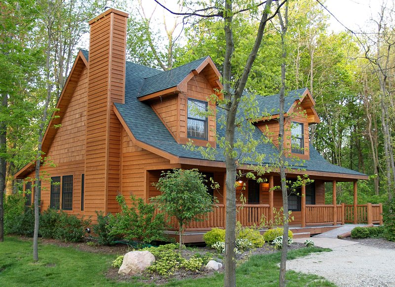 Heavenly 7 Retreat Luxury Cabin w/Fireplace- Kingfisher Cove #7, vacation rental in Saugatuck