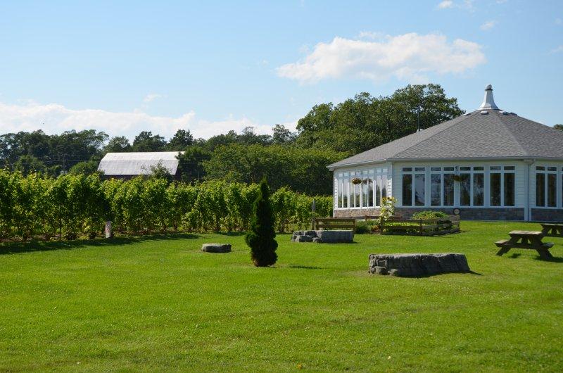 Trillium House está localizado centralmente para desfrutar de todas as vinícolas locais
